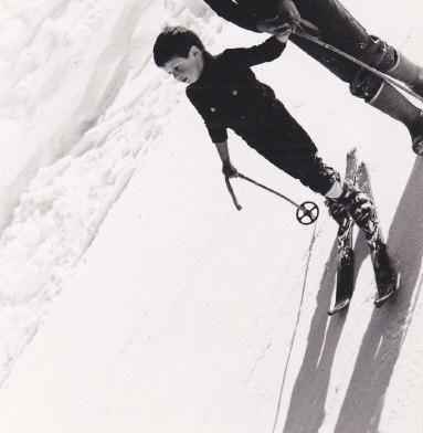Dans la série, Régis apprend le ski !