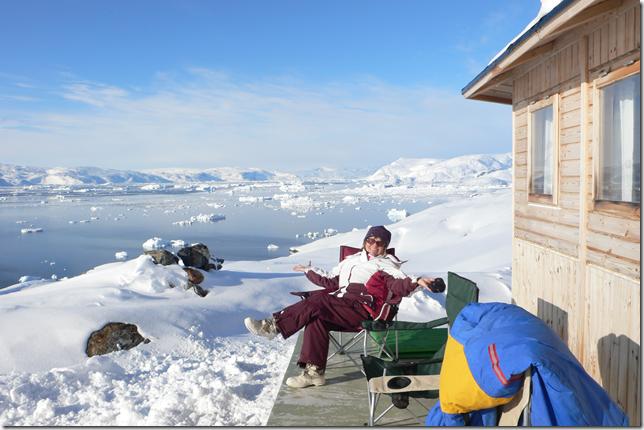 devant le fjord de Tiniteqilaaq