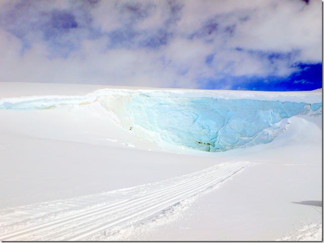 Énorme mur de glace sur le chemin entre le Hut Camp -lake 5- et le lake 2