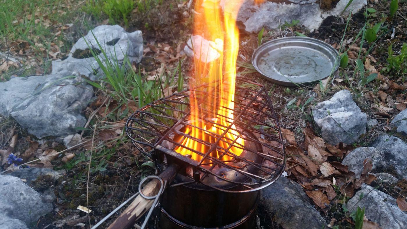 Réchaud à bois en fonctionnement