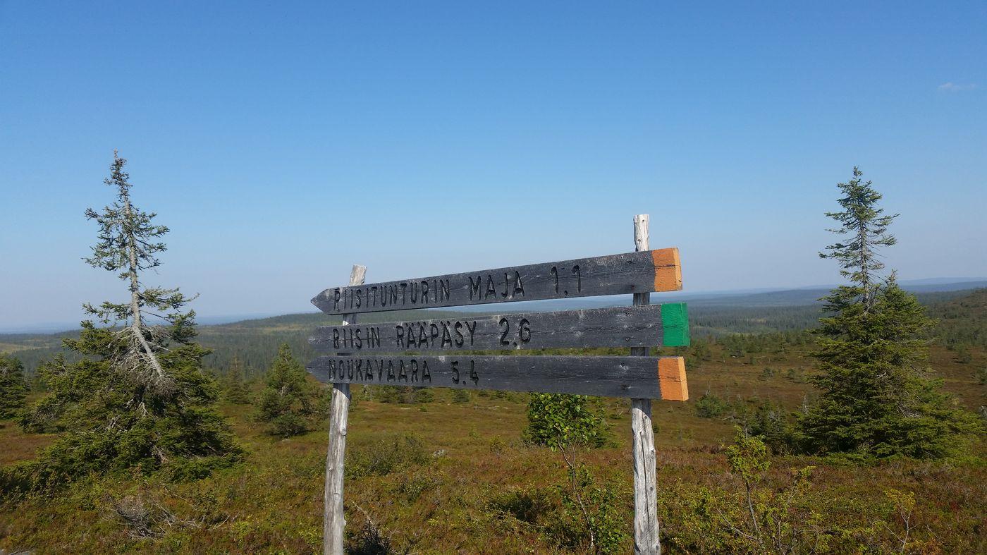Panneau indicateur au sommet du Riisintunturi