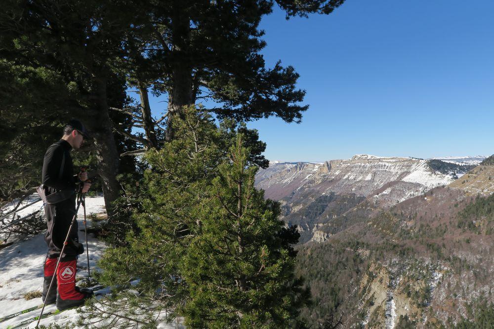 Vue sur les vallées drômoises depuis le Col du Pison