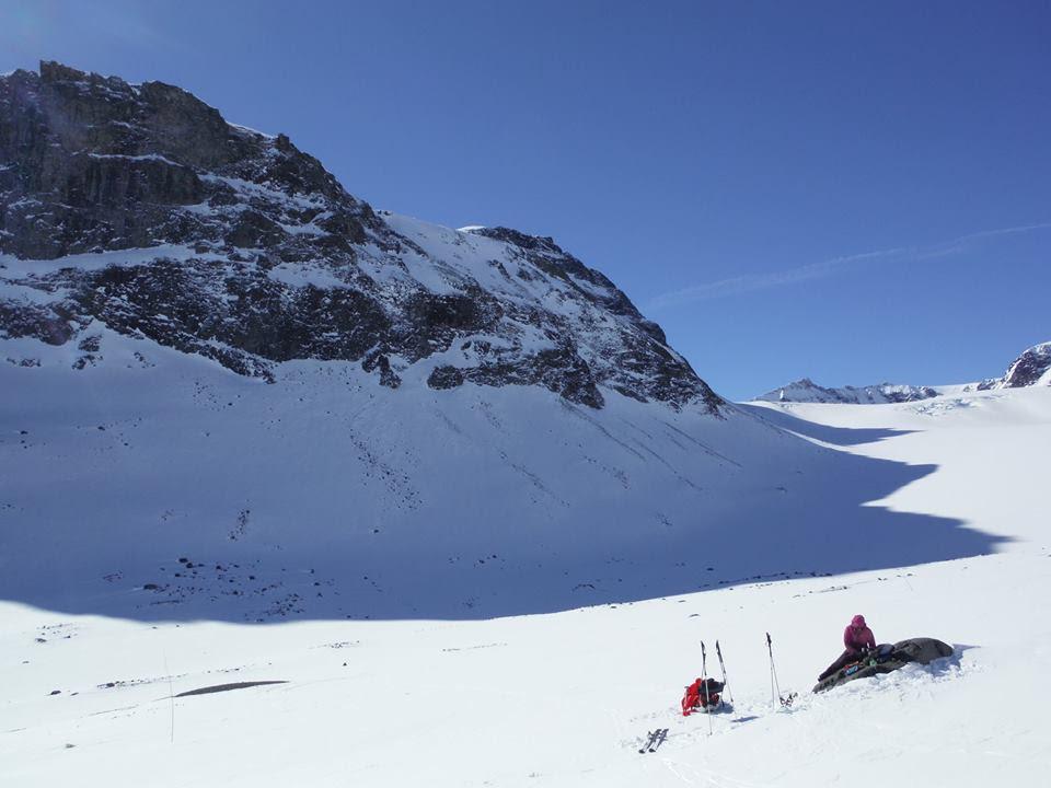 Pause sous le glacier Styggehobrean