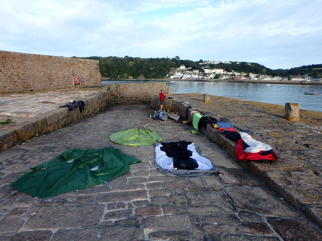 Jersey : déballage sur la digue fortifiée de St Aubin