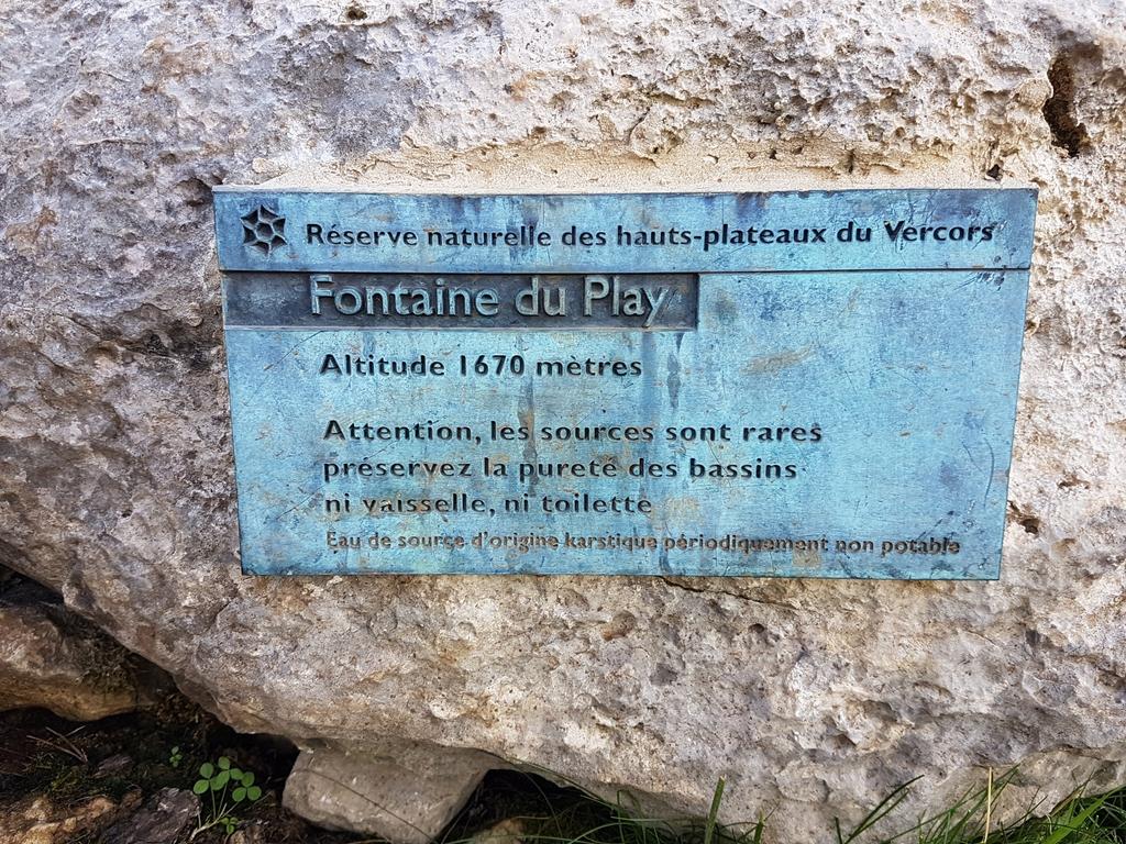 """Source """"Fontaine du Play"""" - Réserve naturelle des Hauts Plateaux du Vercors"""