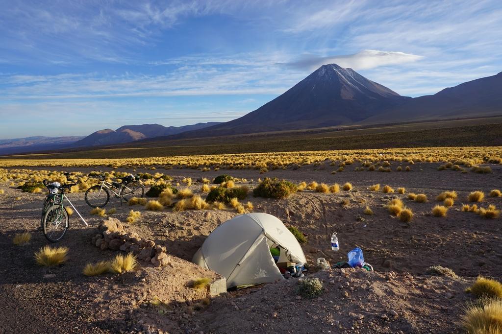 Campement au pied du volcan Licancabur