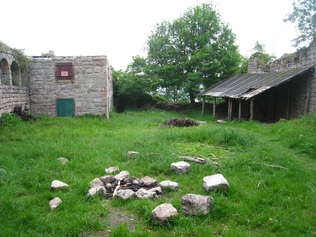 Le château dans lequel nous avions bivouaqué pendant un raid de troupe scout en 1991 !
