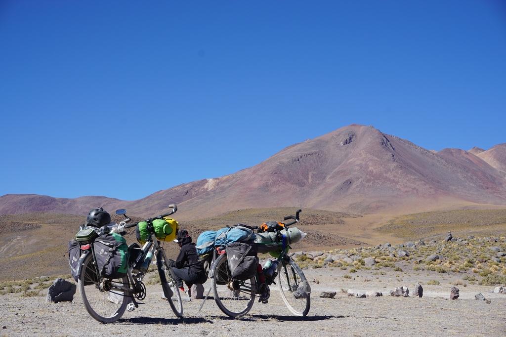 Nos vélos devant le volcan