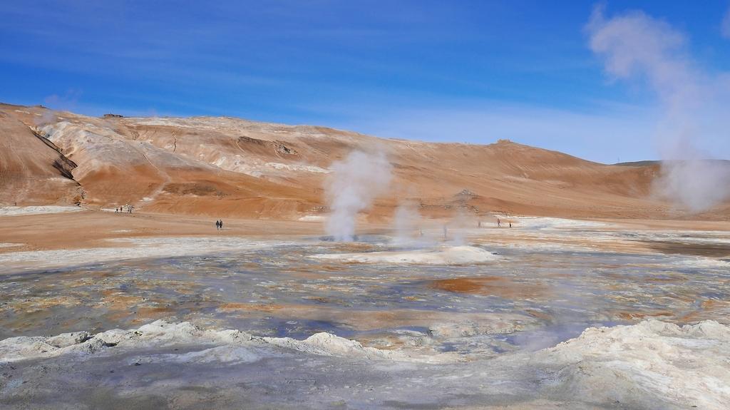 Le site de Námafjáll, aussi appelé Hverir où l'on observe solfatares, marmites de boue, fumerolles...