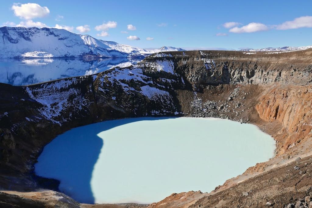 Cratère Vìti où l'eau est à 20°C