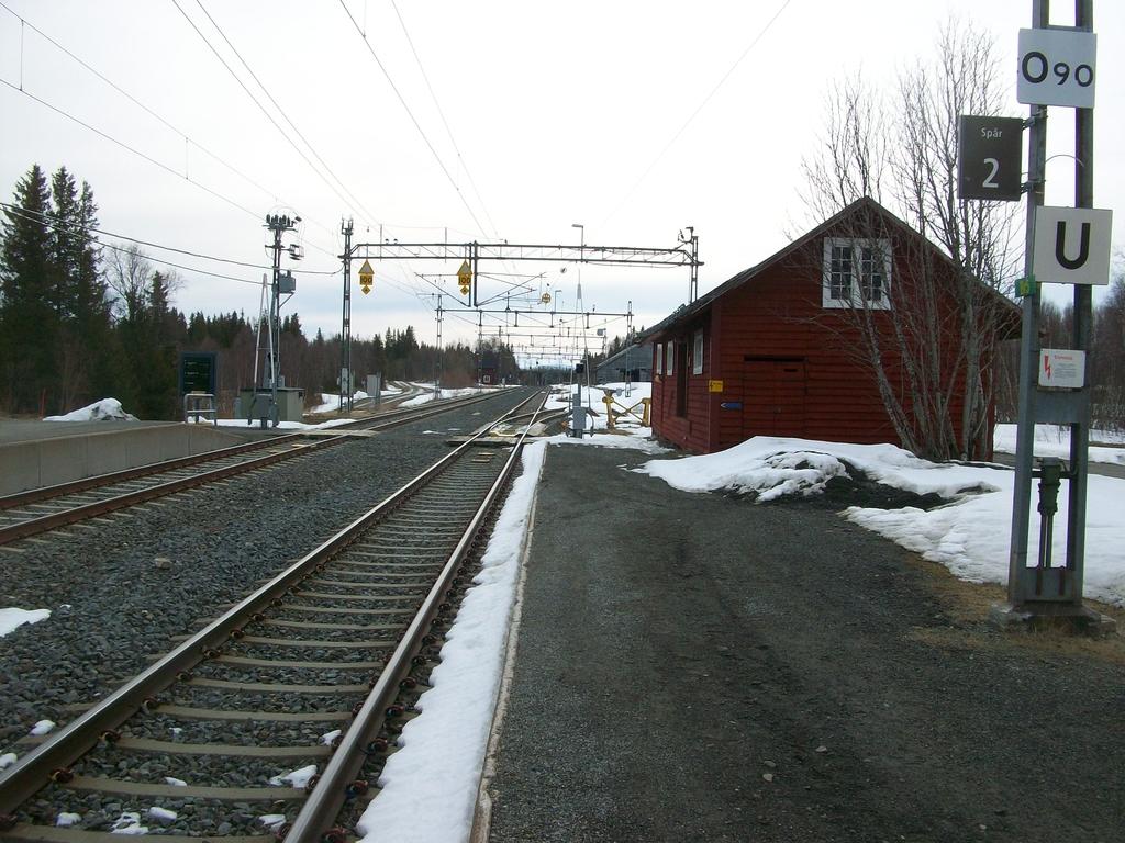 La gare déserte d'Enafors à la descente du train.