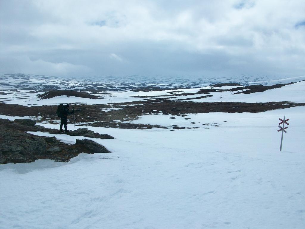 Contournement du mont Herrklumpen, après un bref passage à Sylarnas fjällstation.