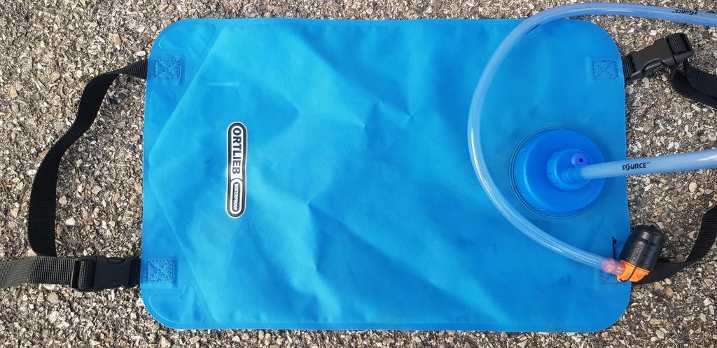 Connecté sur une poche à eau Ortlieb