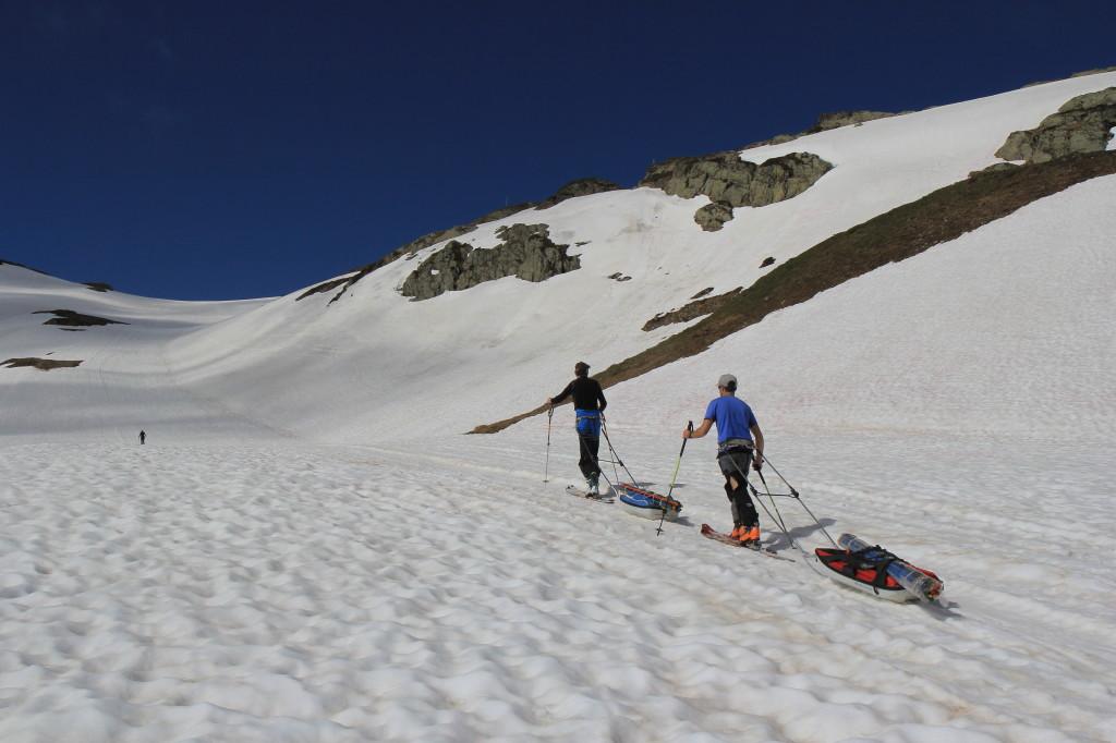 Transport de matériel (balises glaciologiques) vers le glacier de Saint Sorlin