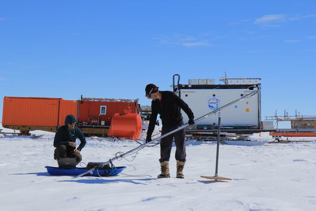 Mesure radar sur le glacier de l'Astrolabe en Antarctique