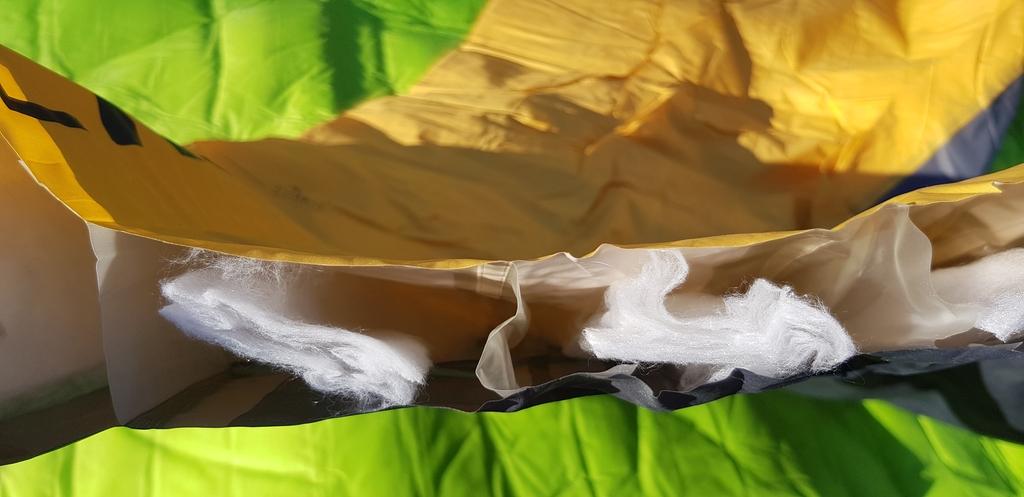 Matelas isolé avec garnissage en fibres synthétiques