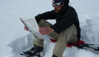 Lecture de carte dans le massif du Kebnekaise (Suède)