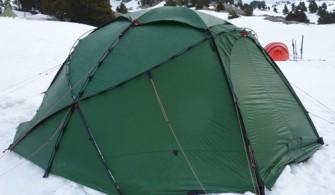 camper-dans-la-neige
